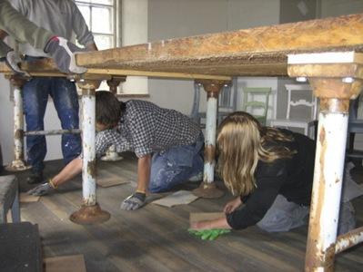 I åttonde avsnittet blir köket så pass klart att nya matbordet kan flytta in. Foto: Elisabeth Bergkvist/SVT