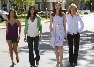 Eva Longoria Parker som Gabrielle Solis, Teri Hatcher som Susan Mayer, Marcia Cross som Bree Van De Kamp & Felicity Huffman som Lynette Scavo.Foto:Disney.