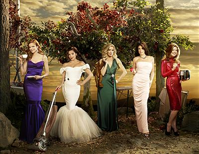 Desperate Housewives - Marcia Cross som Bree Hodge, Eva Longoria Parker som Gabrielle Solis, Felicity Huffman som Lynette Scavo, Teri Hatcher som Susan Mayer & Dana Delany som Katherine Mayfair.  foto:disney